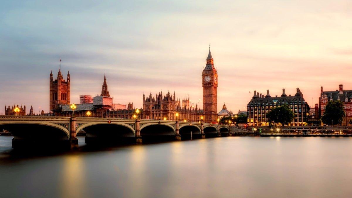 London's Big Ben and bridge